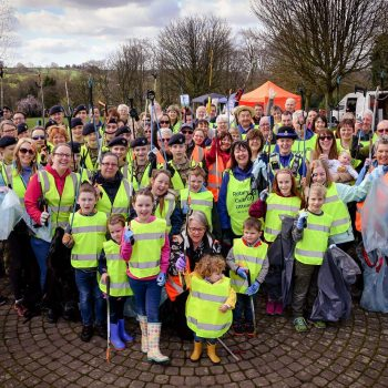 Globe Litter Picking Volunteers
